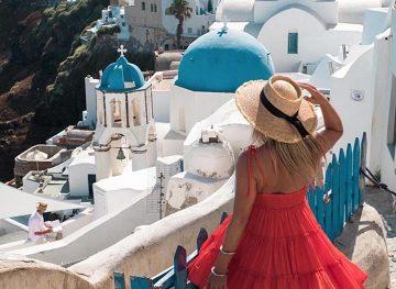 25 destinations santorini oia blonde girl greece