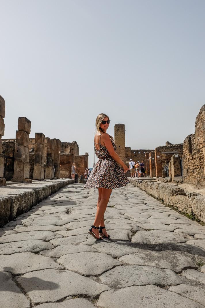 Blonde in Pompeii