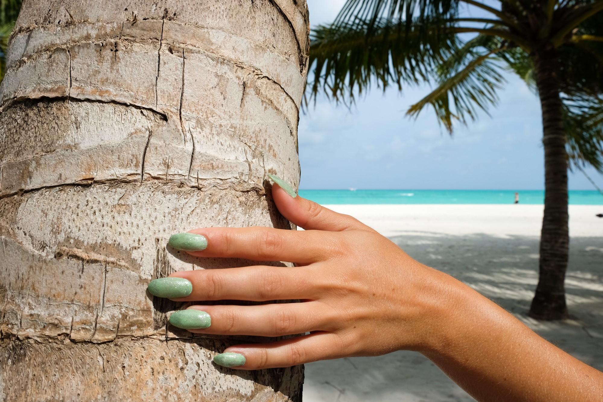 Maldives Travel Nails