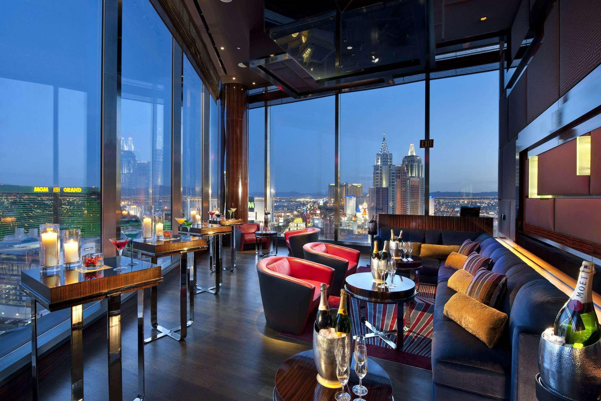 las-vegas-restaurant-mandarin-bar-city-views