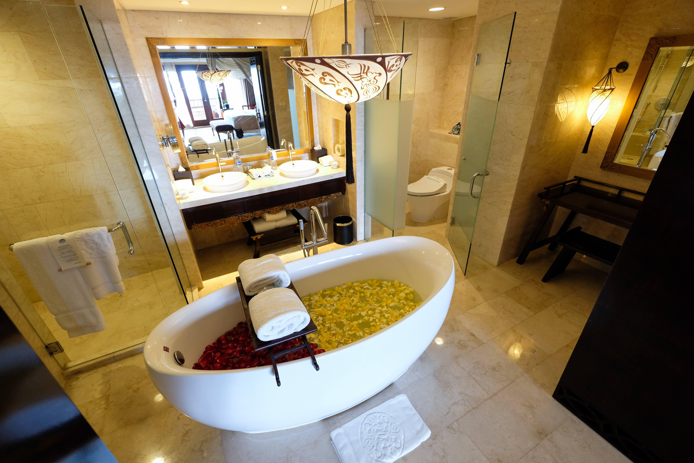 Bathtub in AYANA Suite