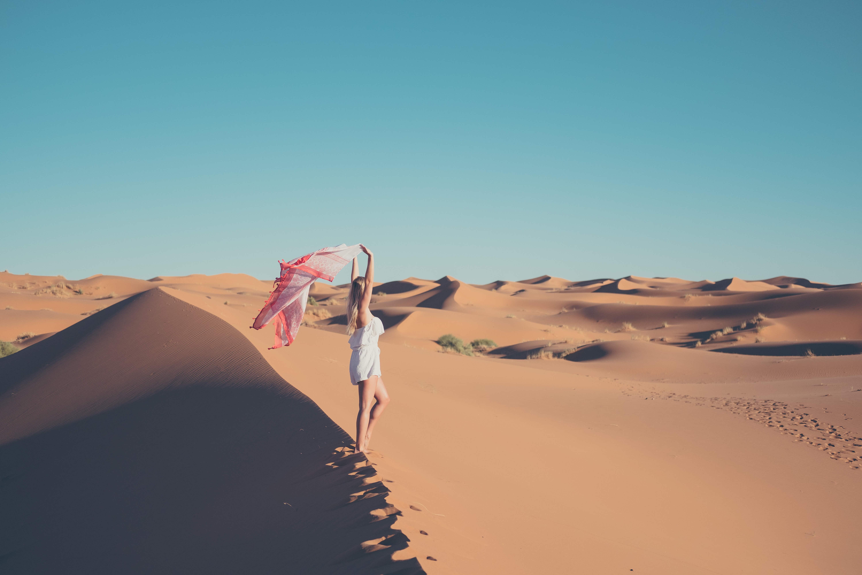 blonde in sahara