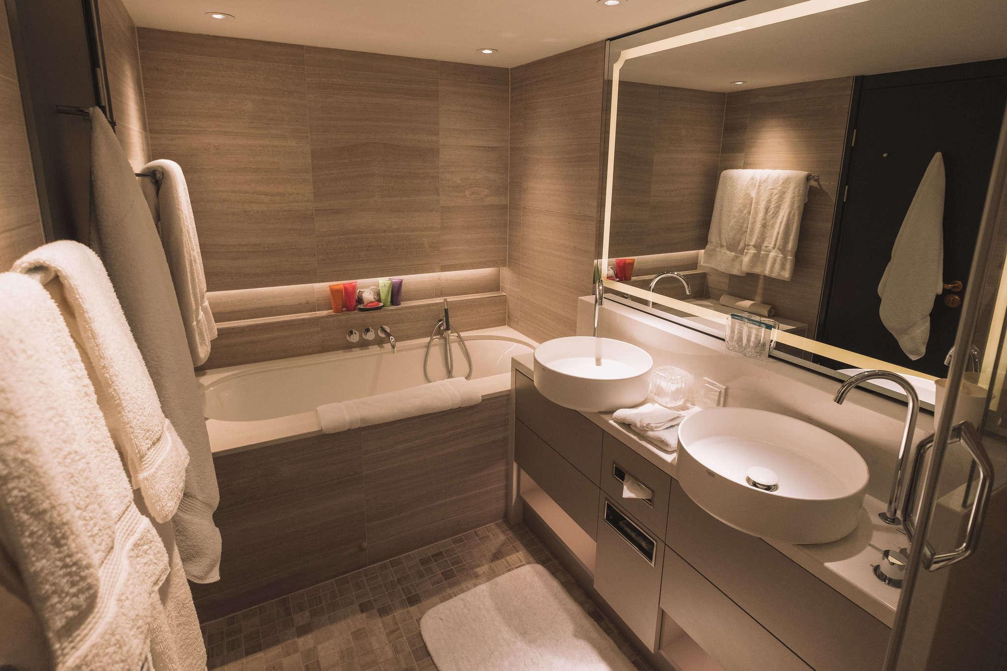 bathroom on crystal river cruise