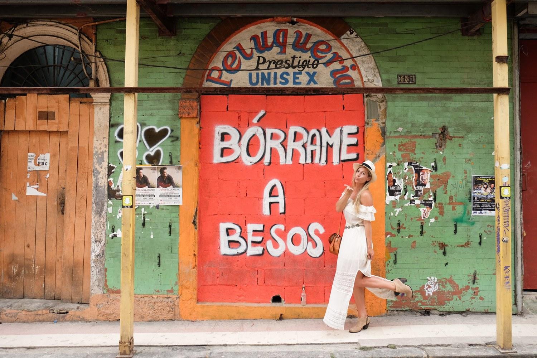 Borrame a Besos Street Art in Panama City
