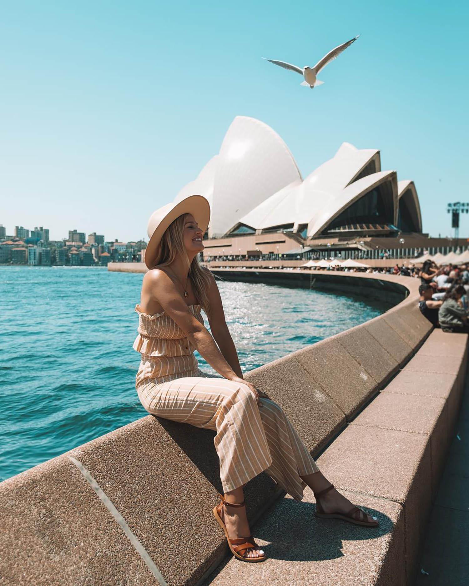 sydney opera house blonde girl