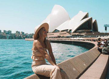 sydney-opera-house-blonde-girl