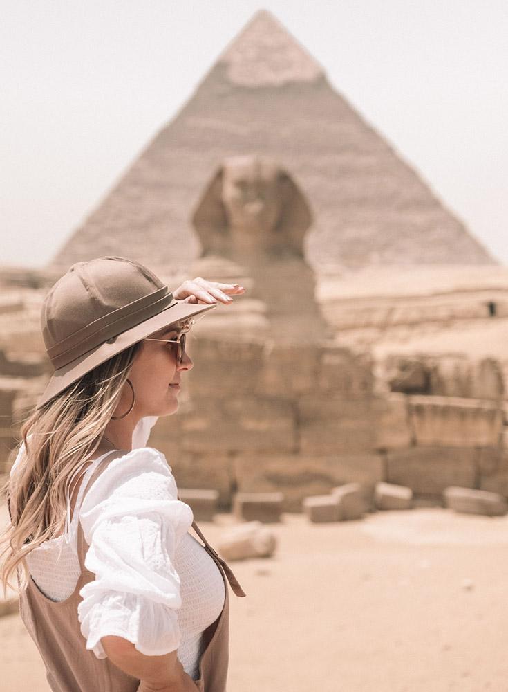 sphynx-pyramid-blonde-girl ▷ Itinerario de 5 días en Egipto para El Cairo y las pirámides
