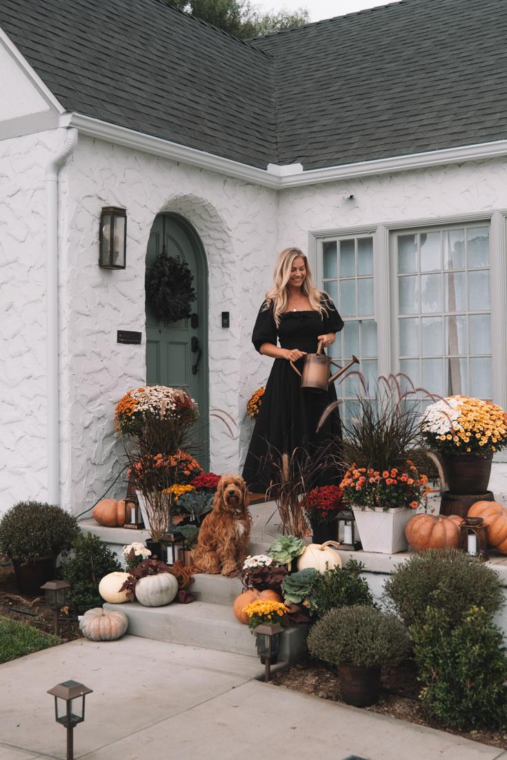 Nossa decoração aconchegante da varanda frontal • The Blonde Abroad 4