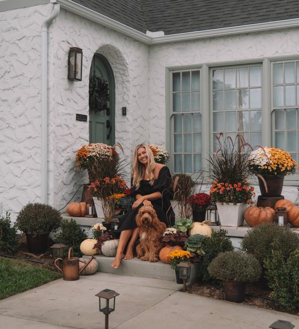 Nossa decoração aconchegante da varanda frontal • The Blonde Abroad 6