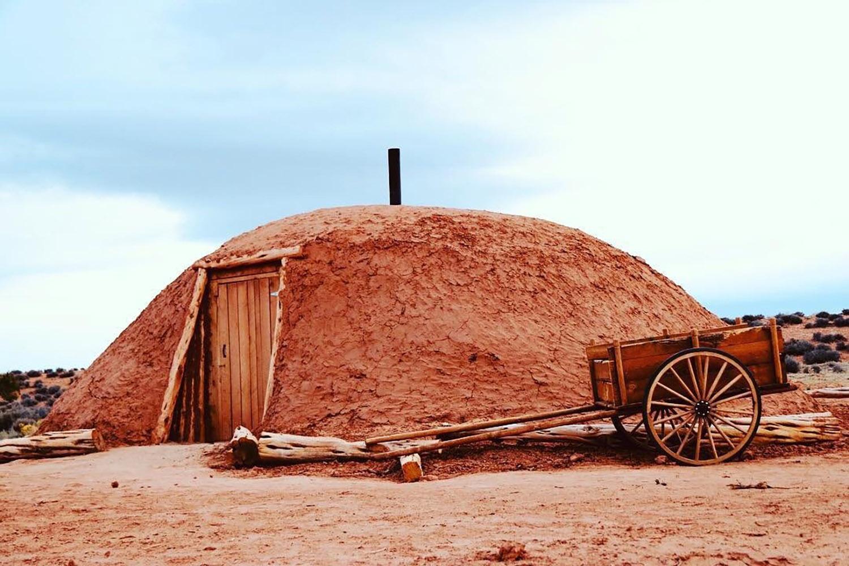 página arizona airbnb glamping navajo hogan