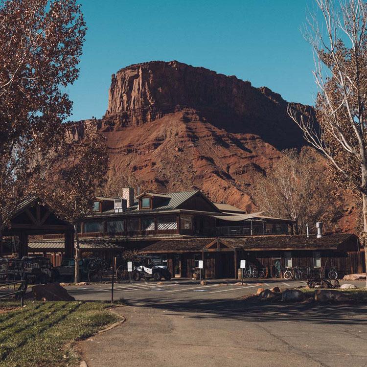 O melhor guia de bem-estar e caminhadas para Moab, Utah • The Blonde Abroad 15